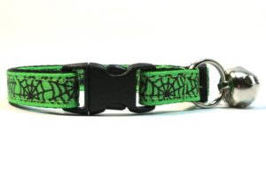 Spiderwebs Breakaway Cat Collar by Swanky Kitty in Green – clip