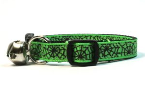 Spiderwebs Breakaway Cat Collar by Swanky Kitty in Green – side